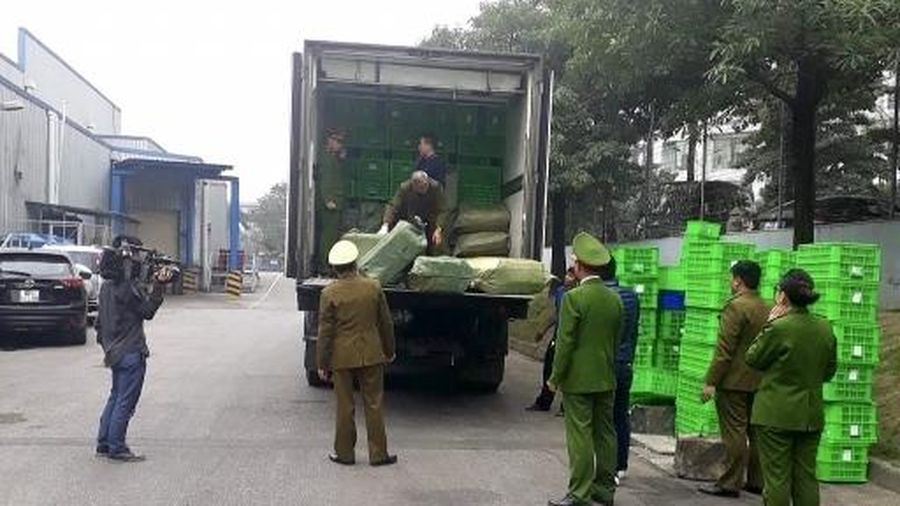 2 xe container hàng thực phẩm đông lạnh bị bắt tại bãi đỗ xe siêu thị, MM Mega Market nói gì?