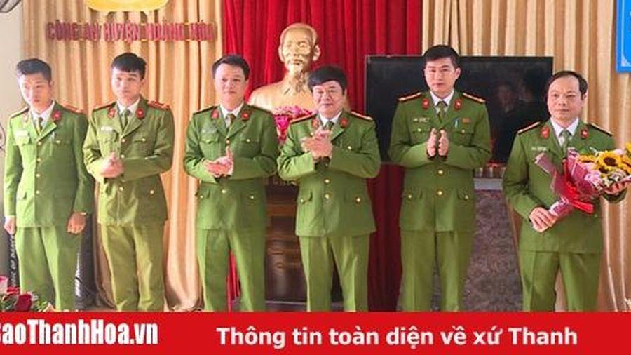 Khen thưởng cho Công an huyện Hoằng Hóa về thành tích đấu tranh triệt xóa nhóm chuyên lừa đảo chiếm đoạt tài sản qua mạng xã hội