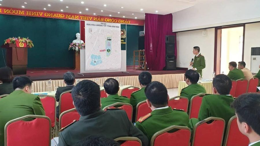 Sẵn sàng đảm bảo an toàn cho hơn 200.000 người đổ về Bờ Hồ đón năm mới