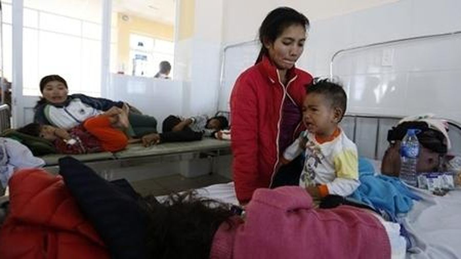 Sau khi ăn đồ từ thiện, hơn 100 người bị ngộ độc thực phẩm