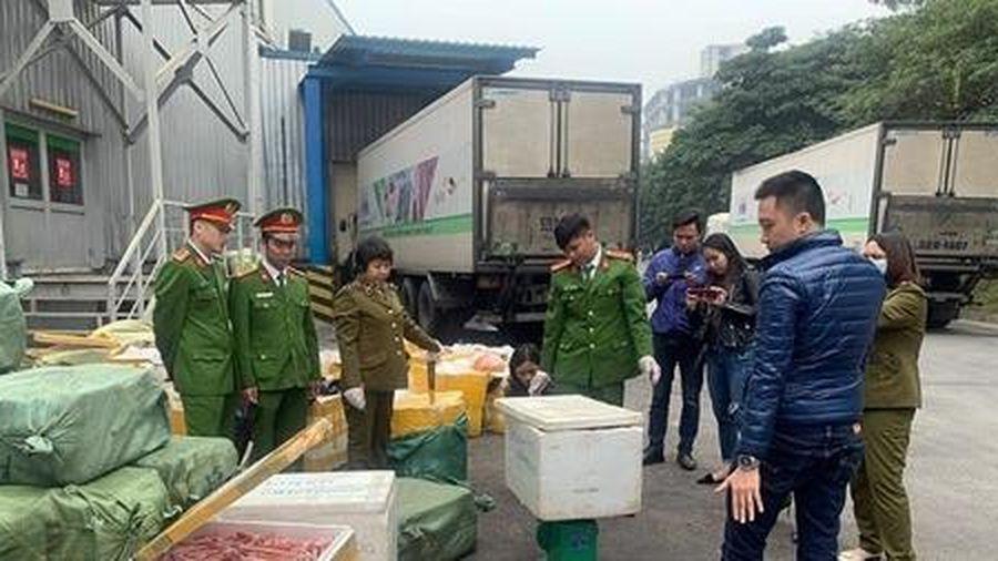 Ngăn chặn 2 xe container thực phẩm lậu 'xâm nhập' Hà Nội