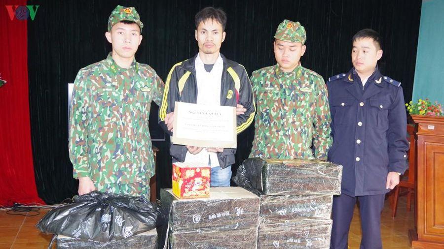 Giấu cả tạ pháo trong gầm container mang về Việt Nam tiêu thụ