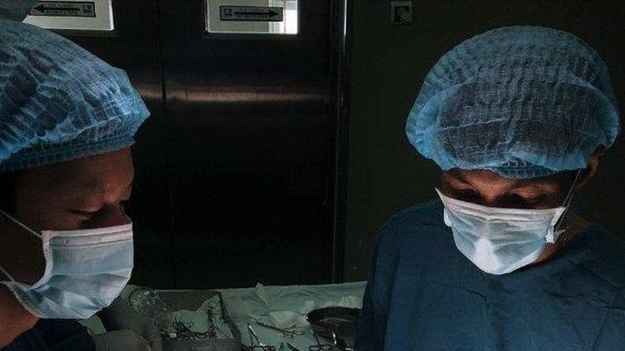 Vị bác sĩ từ chối mức lương hàng chục triệu nguyện 'mang nụ cười hạnh phúc' đến với nhiều bệnh nhi