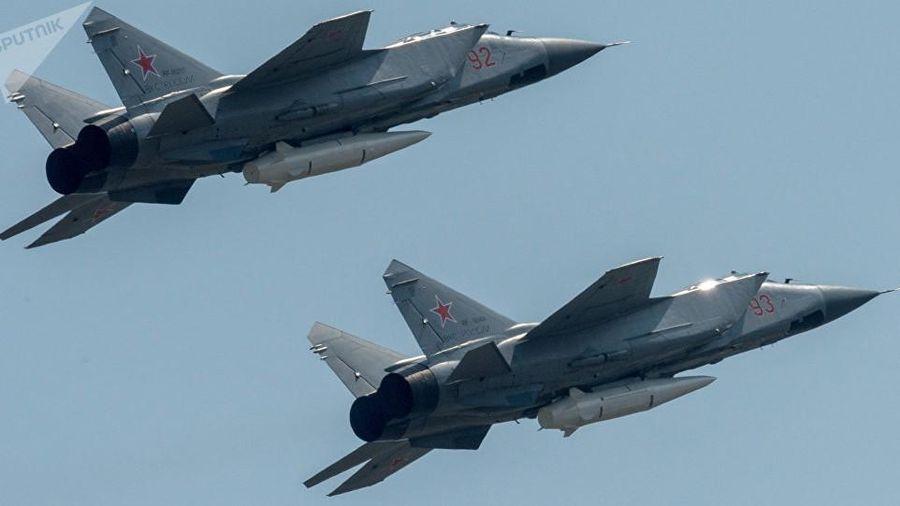 Xem tiêm kích đánh chặn siêu thanh MiG-31BM tiếp nhiên liệu trên không