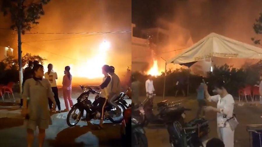 Cháy chợ hoa Tết ở Gò Công