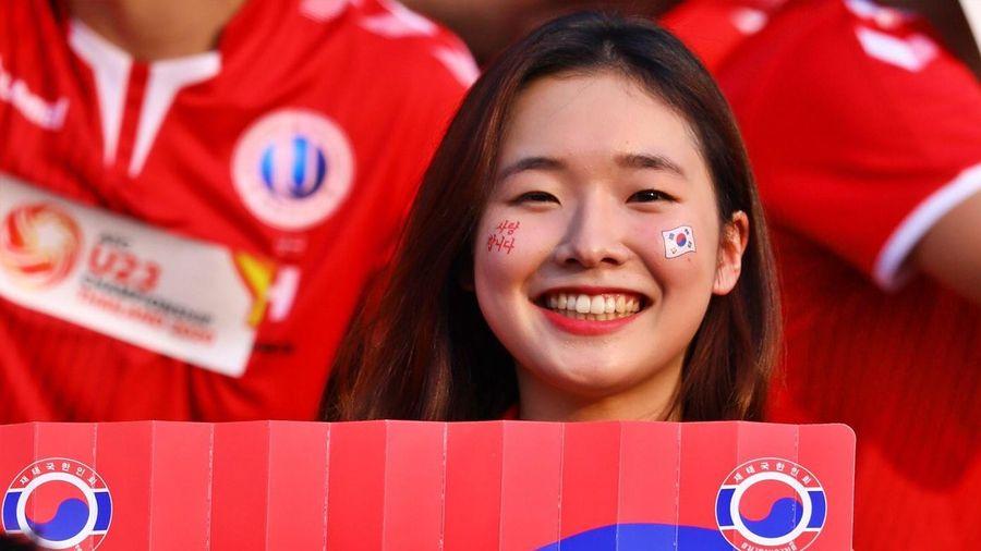 CĐV Hàn Quốc nhuộm đỏ khán đài, chờ đội nhà giành ngôi nhất bảng