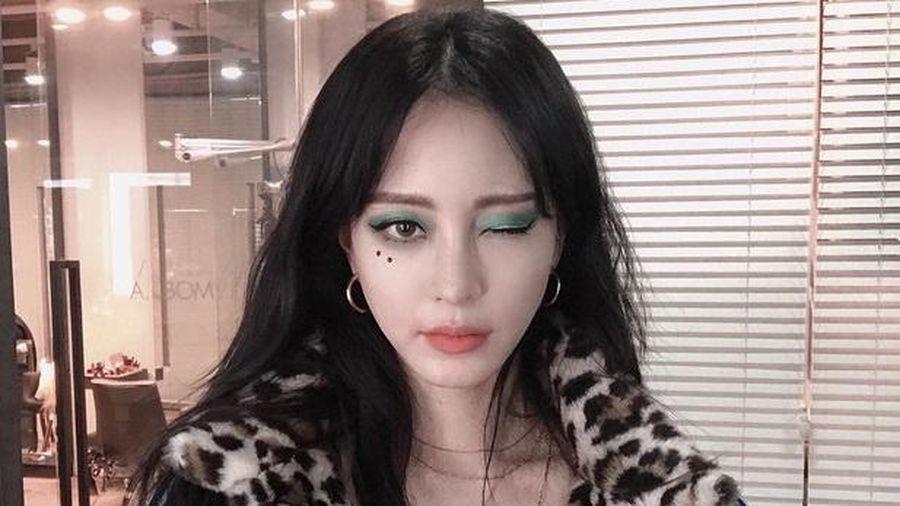 Nữ diễn viên Hàn luôn nổi bật với kiểu trang điểm không giống ai
