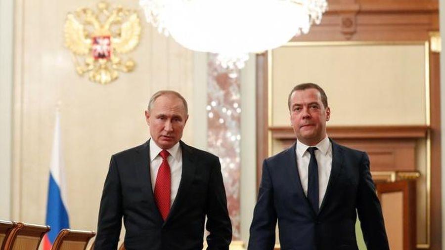Thủ tướng Nga Dmitry Medvedev từ chức