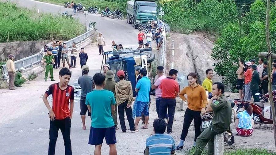 Xe tải mất thắng khi xuống dốc, 2 người tử vong