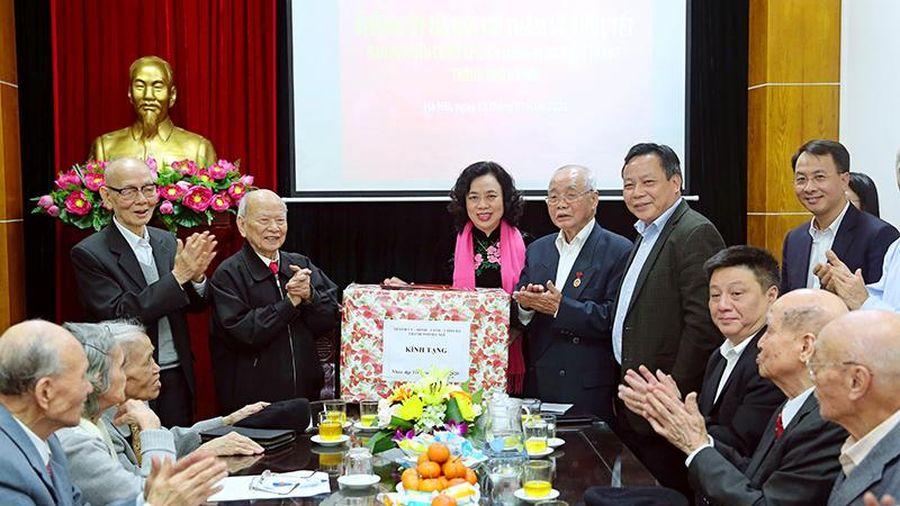 Phó Bí thư Thường trực Thành ủy Ngô Thị Thanh Hằng thăm, chúc Tết Ban liên lạc các chiến sĩ cách mạng bị địch bắt tù đày
