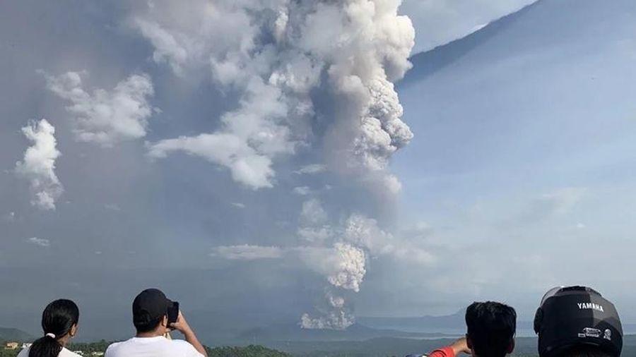 Khuyến cáo công dân Việt trước nguy cơ núi lửa Philippines phun trào