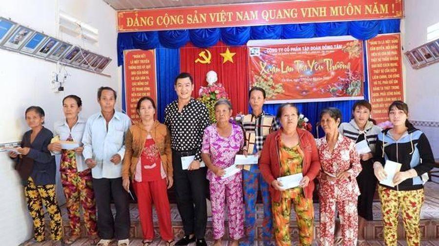 Báo Nhân Dân chung tay lo Tết cho dân nghèo vùng sông nước Cà Mau