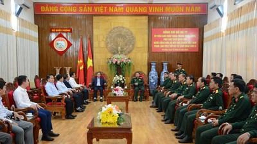 Phó chủ tịch Quốc hội Đỗ Bá Tỵ thăm, làm việc tại Bộ tư lệnh Quân khu 5