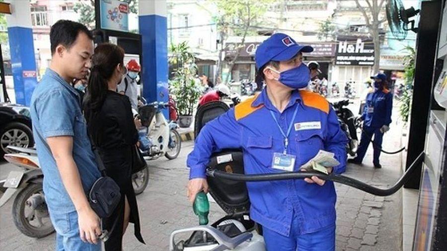 Xăng dầu giảm giá bao nhiêu trước Tết Canh Tý 2020?
