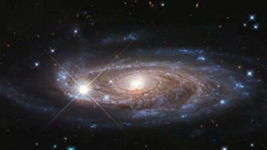 Kinh ngạc kính viễn vọng chụp cảnh thiên hà xoắn ốc hùng vĩ
