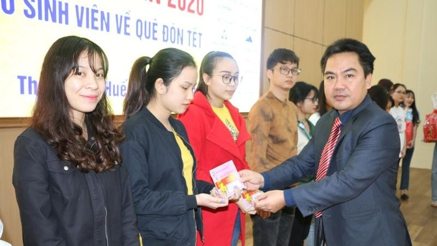 Tặng vé xe miễn phí cho sinh viên về quê đón Tết