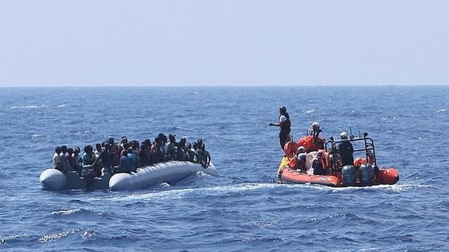 Hơn 100 người di cư được cứu ngoài khơi Địa Trung Hải
