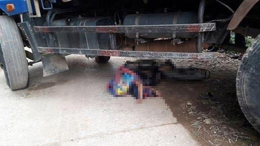 Lùi xe bất cẩn, tài xế ô tô tải cán bé trai lớp 4 tử vong