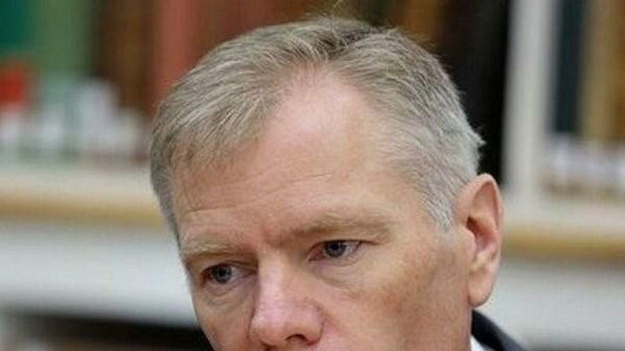 Đại sứ Anh tại Tehran Rob Macaire rời Iran sau khi bị tạm giữ