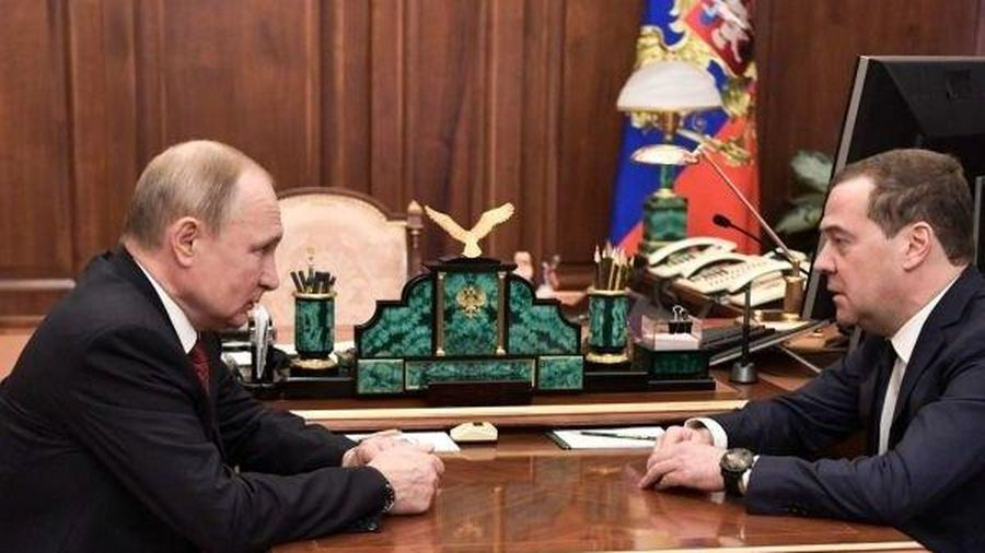 Thủ tướng Nga Medvedev bất ngờ tuyên bố từ chức