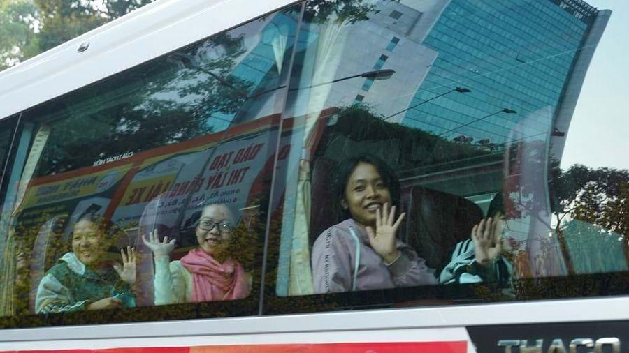 Tặng vé xe cho sinh viên khó khăn về quê đón Tết