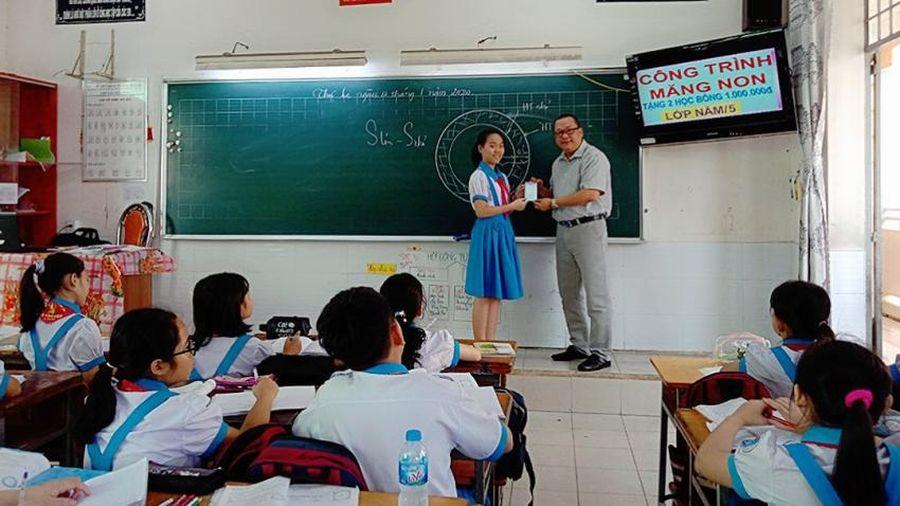 Hàng ngàn giáo viên được trả lương, phụ cấp và miễn học phí khi nâng chuẩn