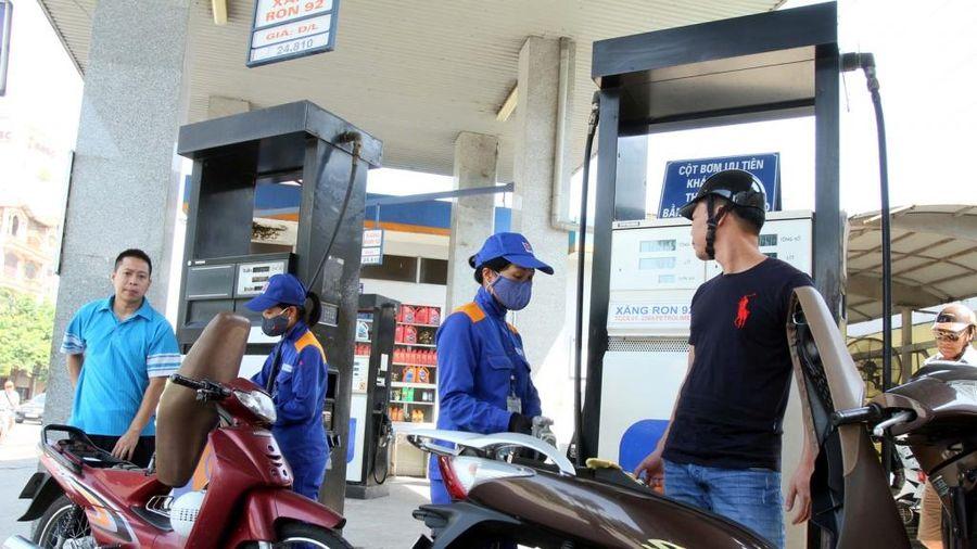 Giá xăng giảm không đáng kể, giá dầu tăng mạnh ngay sát Tết