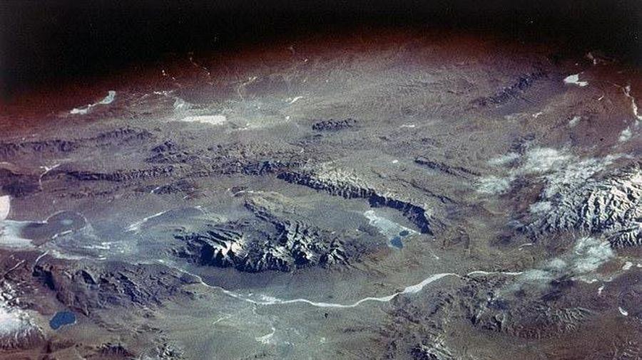 Nhiệt độ nóng lên, sông băng tan có thể giải phóng virus cổ xưa 15.000 tuổi