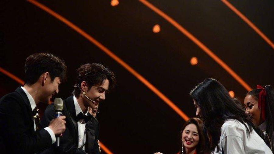 Vương Nhất Bác, Thái Từ Khôn và Âu Dương Dương tỏa sáng trên sân khấu 'Gala mừng xuân đài Hồ Nam 2020'