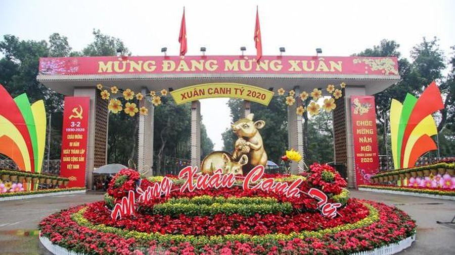 Đường phố Hà Nội trang hoàng đón Tết Canh Tý 2020