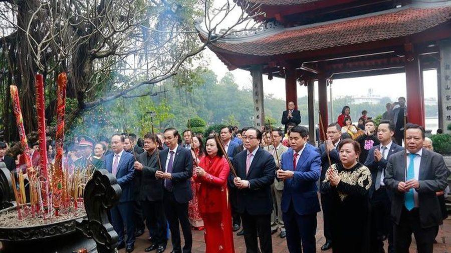 Lãnh đạo thành phố Hà Nội dâng hương tưởng nhớ các vị liệt tổ, liệt tông và Chủ tịch Hồ Chí Minh