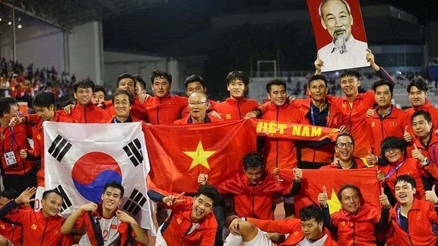 Tiếp nối thành công và một năm thăng hoa của bóng đá Việt Nam