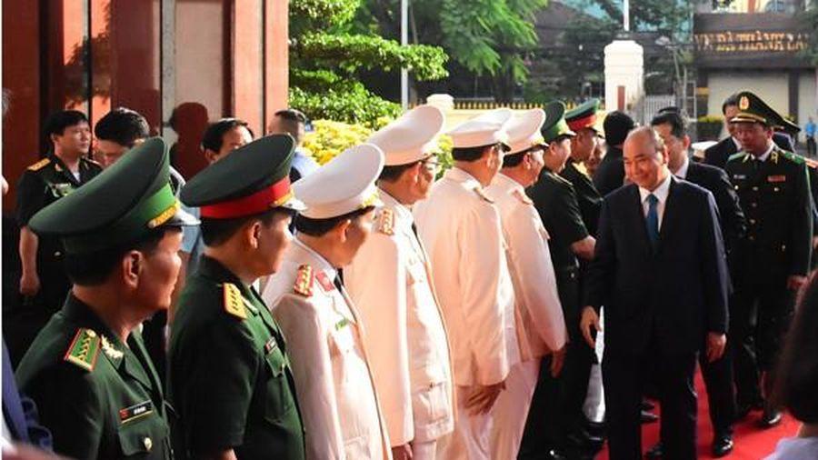 Thủ tướng Nguyễn Xuân Phúc 'xông đất', chúc Tết lực lượng vũ trang và nhân dân Đà Nẵng
