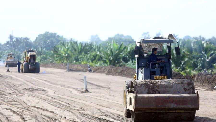 Thi công xuyên Tết trên cao tốc Trung Lương - Mỹ Thuận