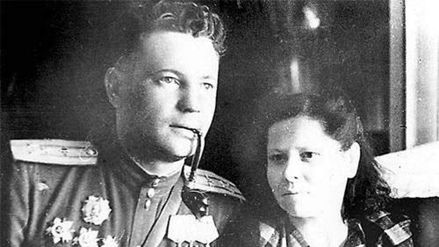 Phi công duy nhất trong lịch sử được cả Hitler và Stalin trọng thưởng