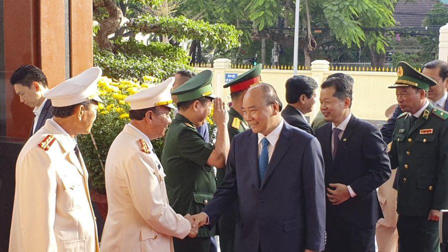 Thủ tướng Nguyễn Xuân Phúc 'xông đất' Đà Nẵng, thăm lực lượng vũ trang TP
