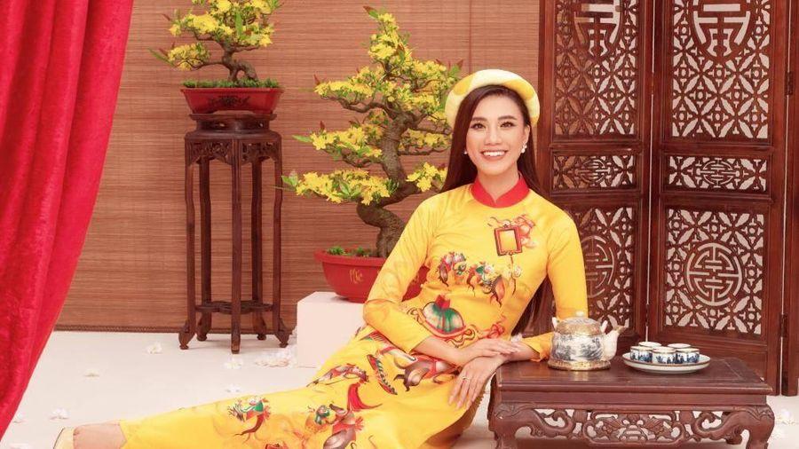 Á hậu Kim Duyên: 'Hồi học sinh tôi xấu lắm, đen đúa và hoàn toàn mờ nhạt'