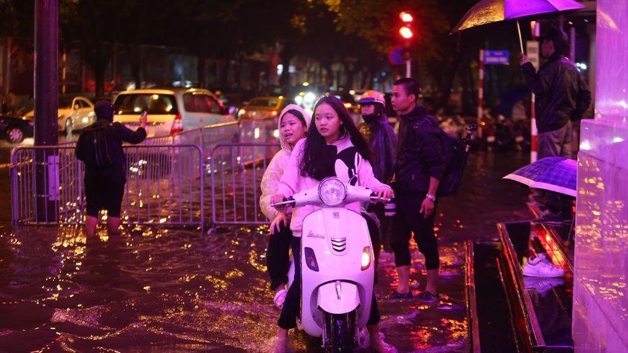 Hà Nội: Cảnh báo mưa to, ngập úng tại nội thành ngày mùng 1 Tết