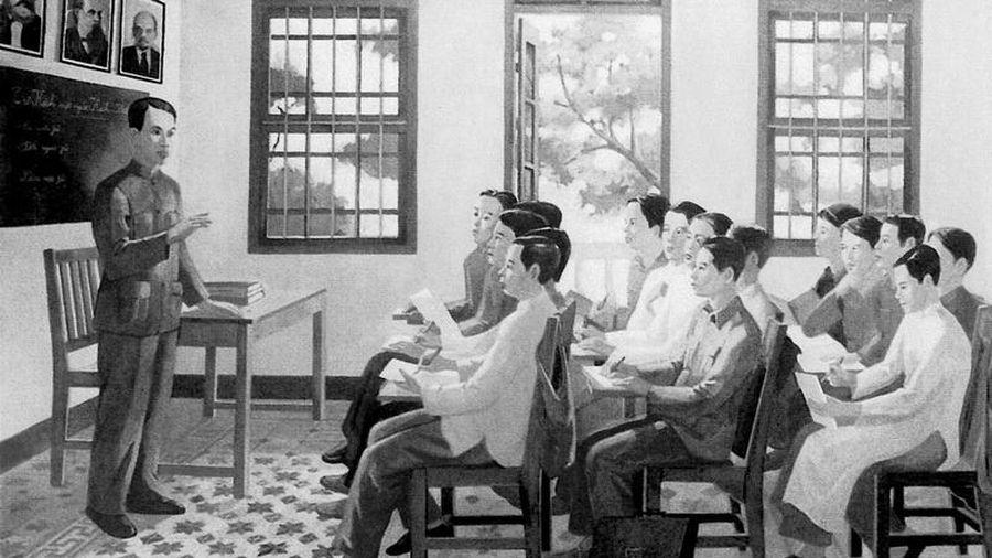 Người quyết định con đường cách mạng Việt Nam 90 năm qua.