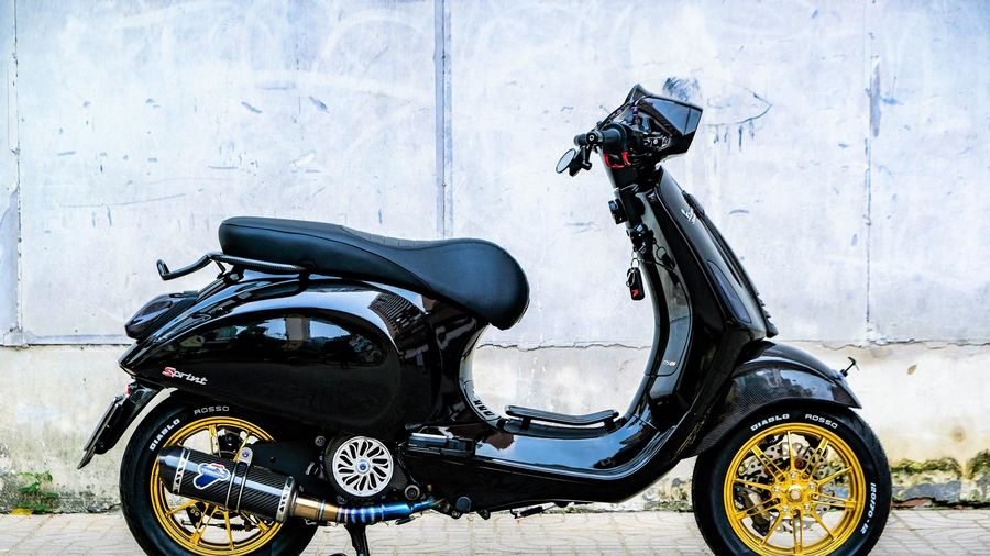 Vespa Sprint độ 100 triệu với bộ mâm cực hiếm của biker TP.HCM