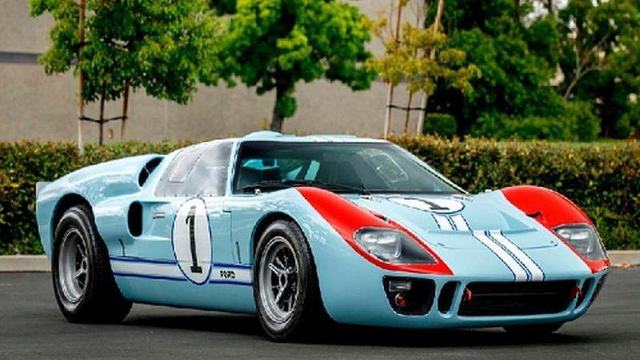 Siêu xe Ford GT40 MKII 'nhái' 10 triệu USD được bán đấu giá