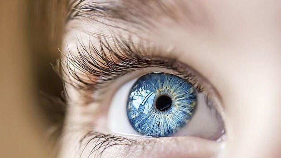 Bác sĩ nổi tiếng Trung Quốc cảnh báo virus corona có thể lây truyền qua mắt
