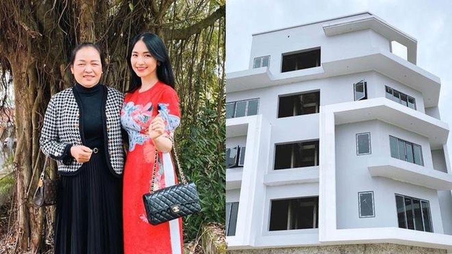 Đầu năm mới, Hòa Minzy tặng bố mẹ biệt thự 4 lầu khiến các fan trầm trồ