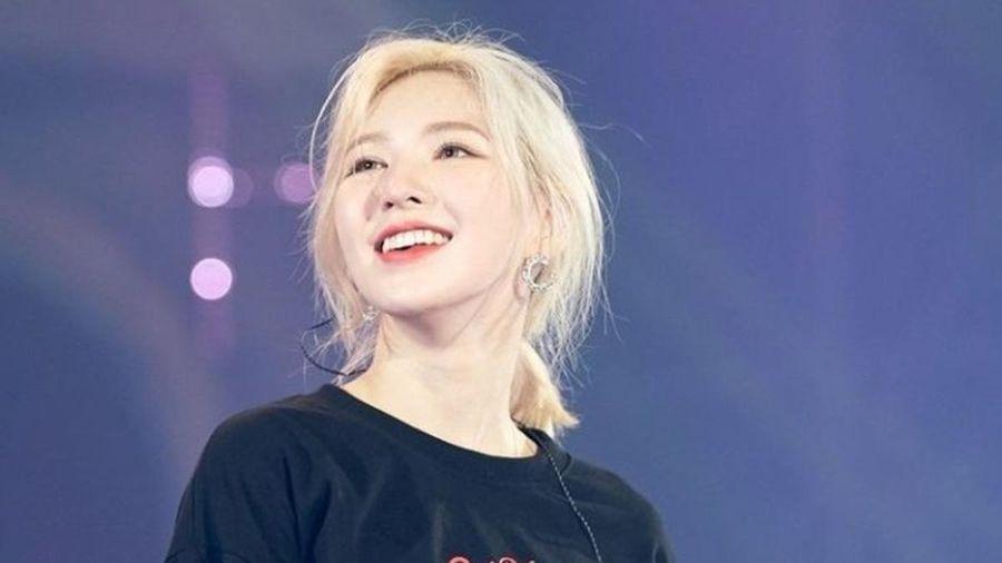 Không tham gia concert vì chấn thương, Wendy vẫn tốt bụng gửi quà cho staff trong tour diễn của Red Velvet