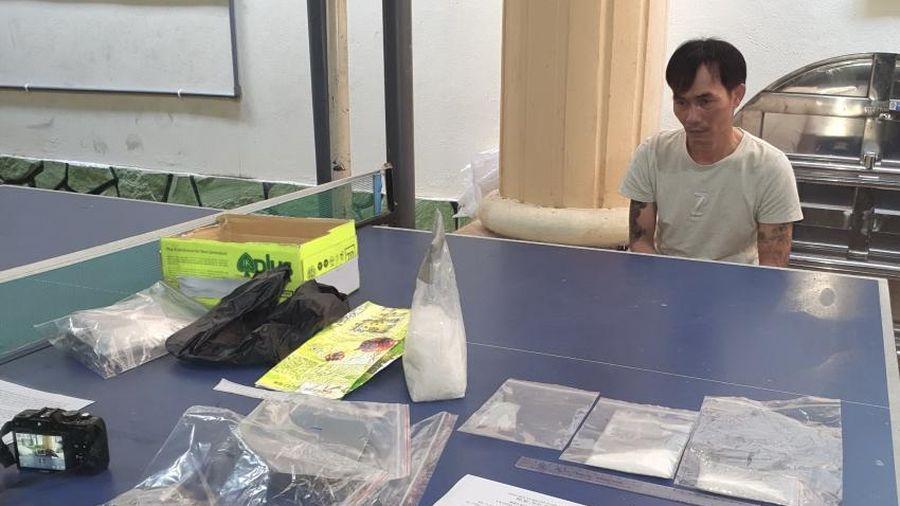 Kiên Giang bắt quả tang đối tượng tàng trữ gần 01kg ma túy đá