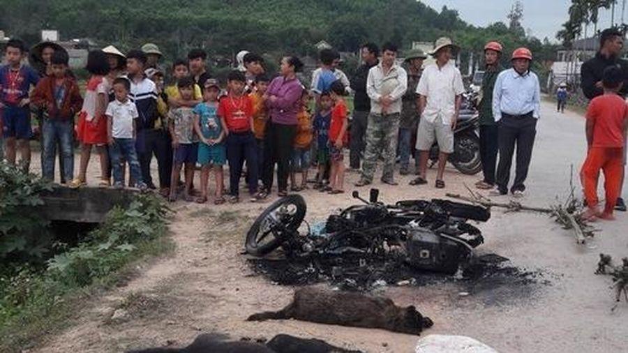 Nghi trộm chó, 2 thanh niên bị vây đánh thương vong, đốt xe máy