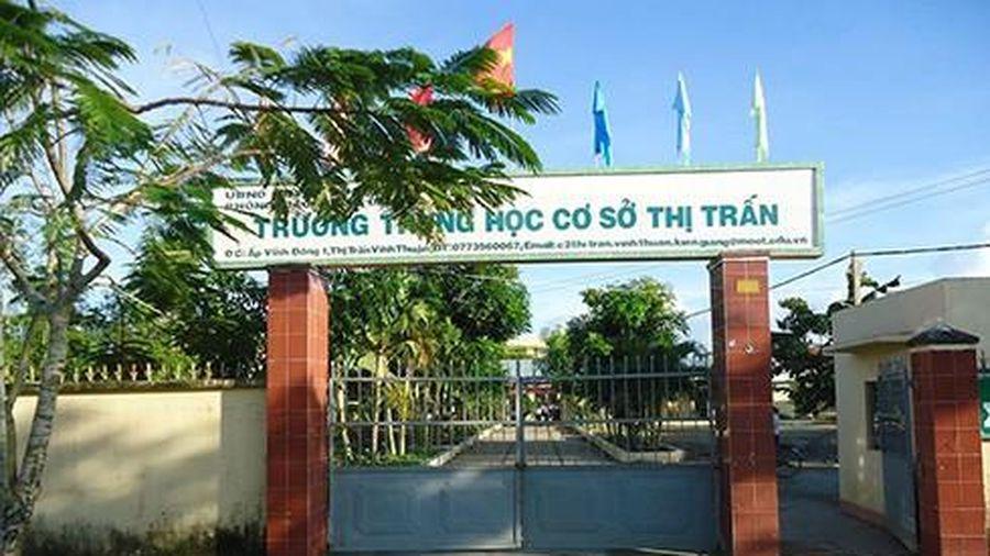 Một trường học ở huyện Vĩnh Thuận lấy giáo viên làm kế toán trường