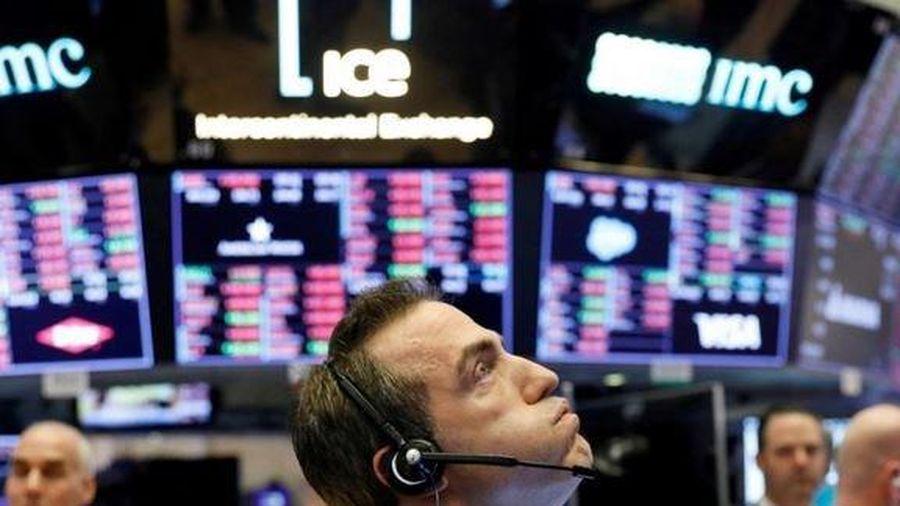 Chứng khoán Mỹ khủng hoảng trước sự bùng phát của COVID-19, các nhà đầu tư thi nhau thoái vốn