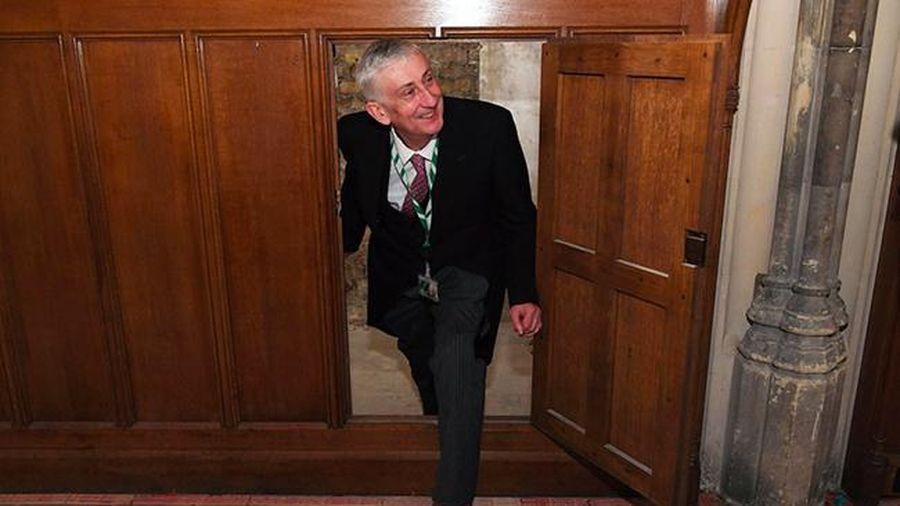 Phát hiện cánh cửa bí mật từ Thế kỷ 17 bên trong Quốc hội Anh