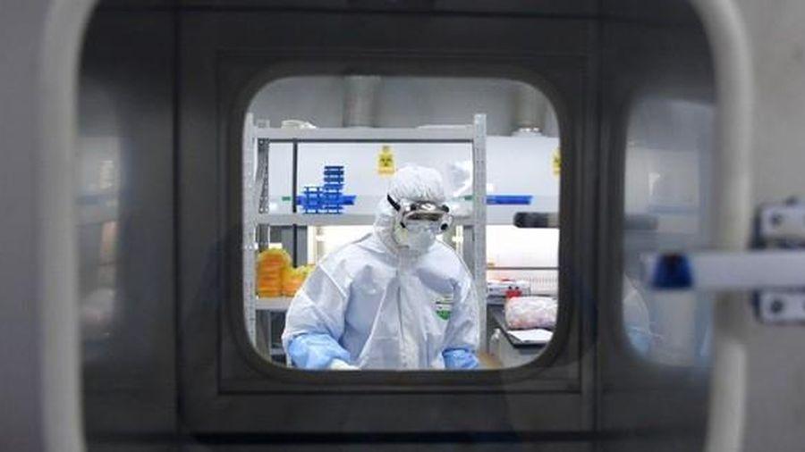 Quân đội Trung Quốc 'nóng lòng' cuộc đua vắc xin Covid-19